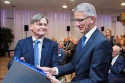 Oud-PWN-directeur Martien den Blanken eerste KWR Honorary Fellow