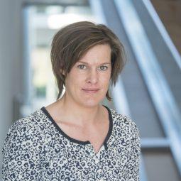 dr. Kirsten Baken