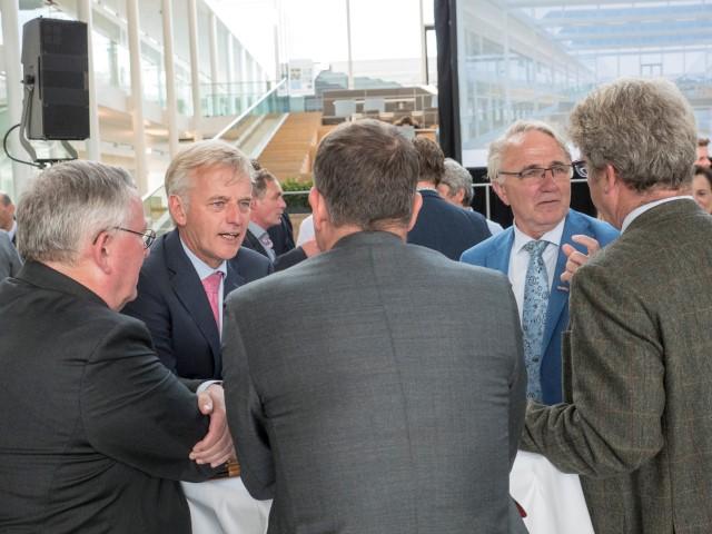Minister Schulz van Haegen opent nieuw KWR-gebouw 14