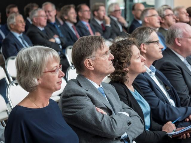 Minister Schulz van Haegen opent nieuw KWR-gebouw 2