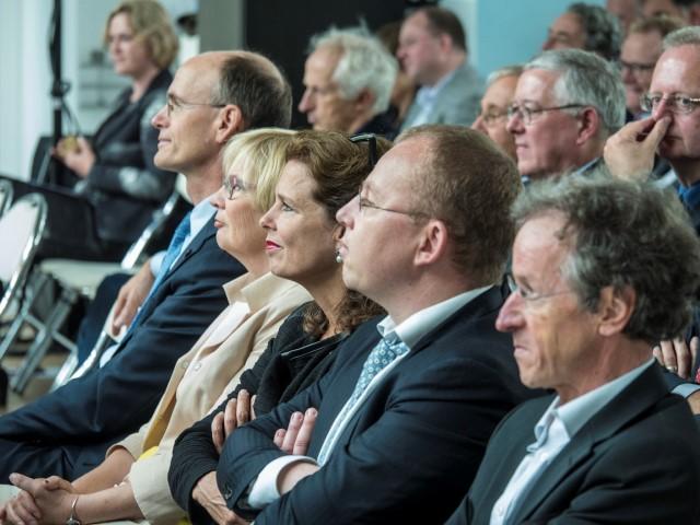 Minister Schulz van Haegen opent nieuw KWR-gebouw 6