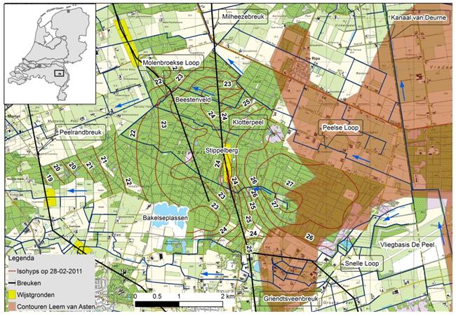 Topografische kaart van de Stippelberg met daarin lijnen van gelijke grondwaterstanden.