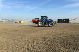 Sustainability pilot with struvite pellets for lush Schiphol grasslands