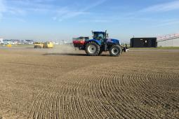 Duurzame pilot met struvietkorrels voor weelderig grasland Schiphol