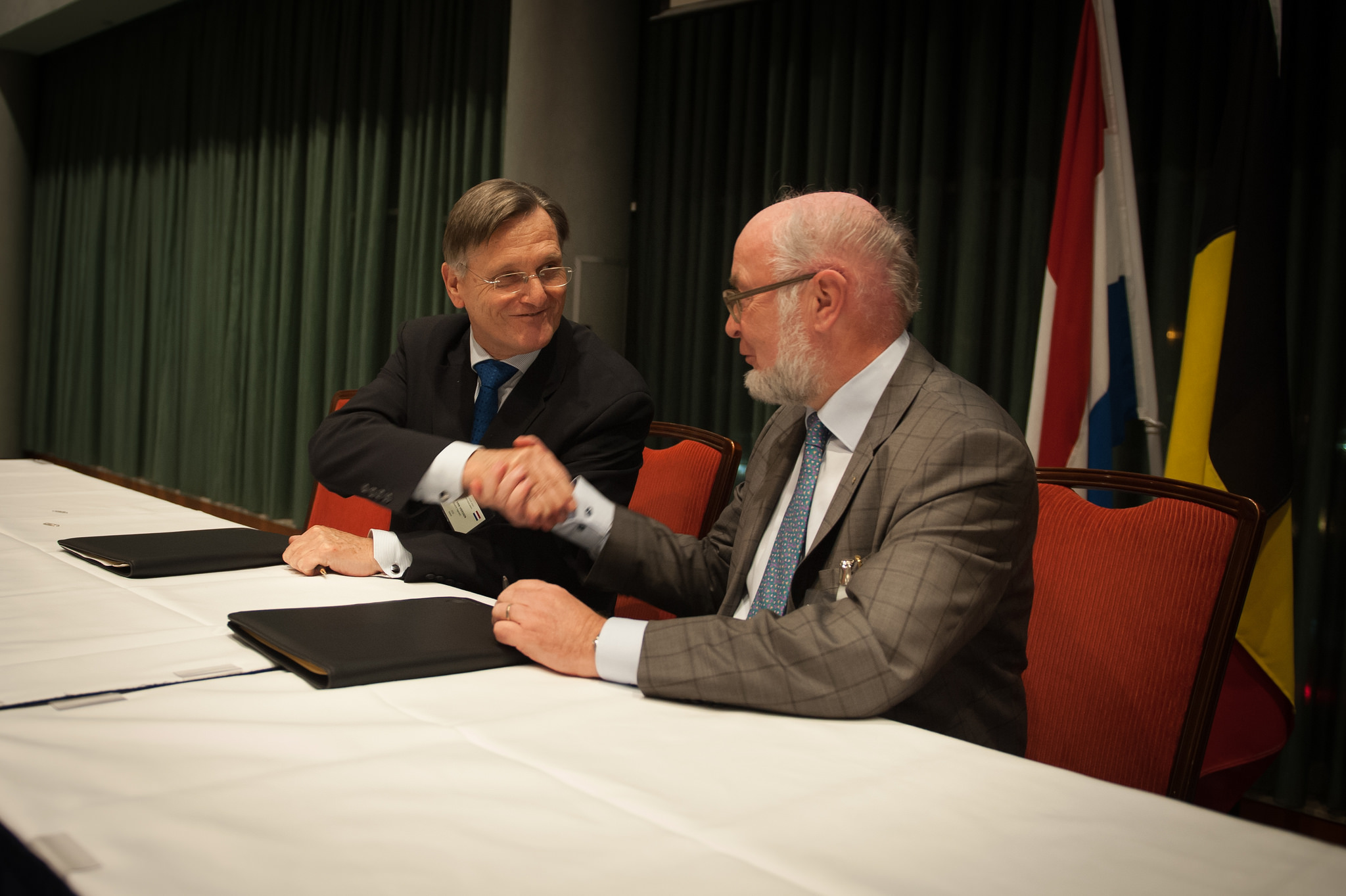 WIM VAN VIERSSEN, STATUTORY DIRECTOR OF KWH WATER B.V., AND BOUDEWIJN VAN DE STEENE, DIRECTOR-GENERAL OF DE WATERGROEP, FOLLOWING THE SIGNING OF DE WATERGROEP'S SHAREHOLDERSHIP IN KWH.