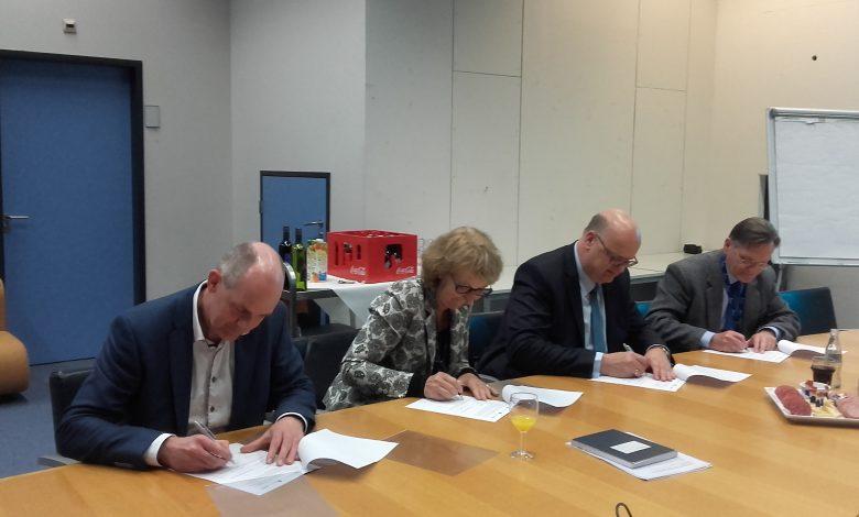 Met de ondertekening wordt een basis gelegd voor een meerjarig programma van kennisontwikkeling om de waterkwaliteit in Nederland te verbeteren.