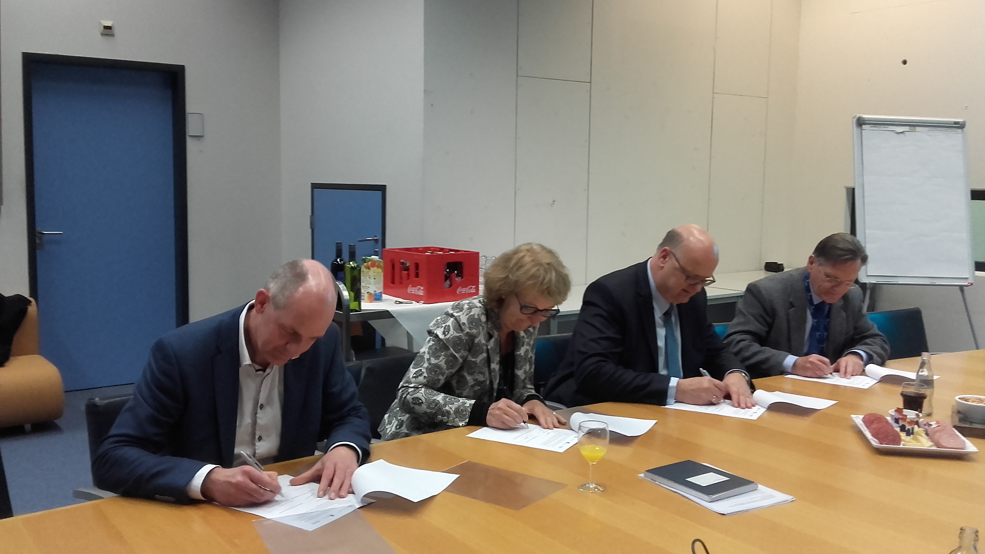 The signing establishes the foundation for a multi-annual programme of knowledge development aimed at improving the quality of water in the Netherlands.