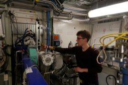 Synchrotron-light elucidating structure of iron & manganese oxides