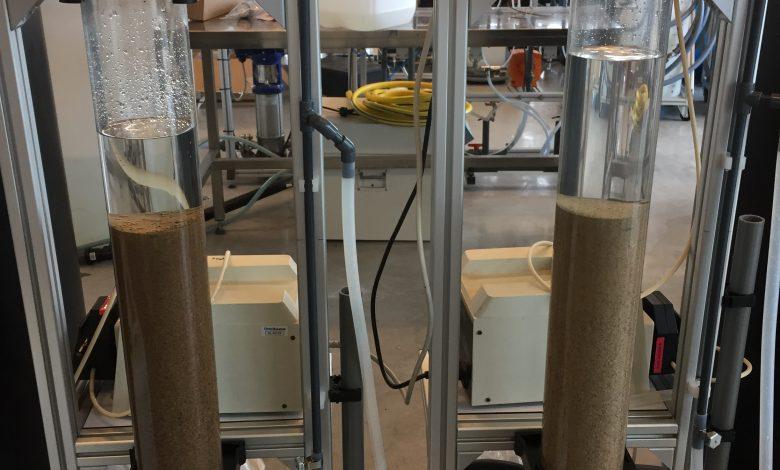 Kolomopstelling voor het testen van langzame zandfiltratie