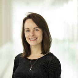 dr. Stefanie Salmon